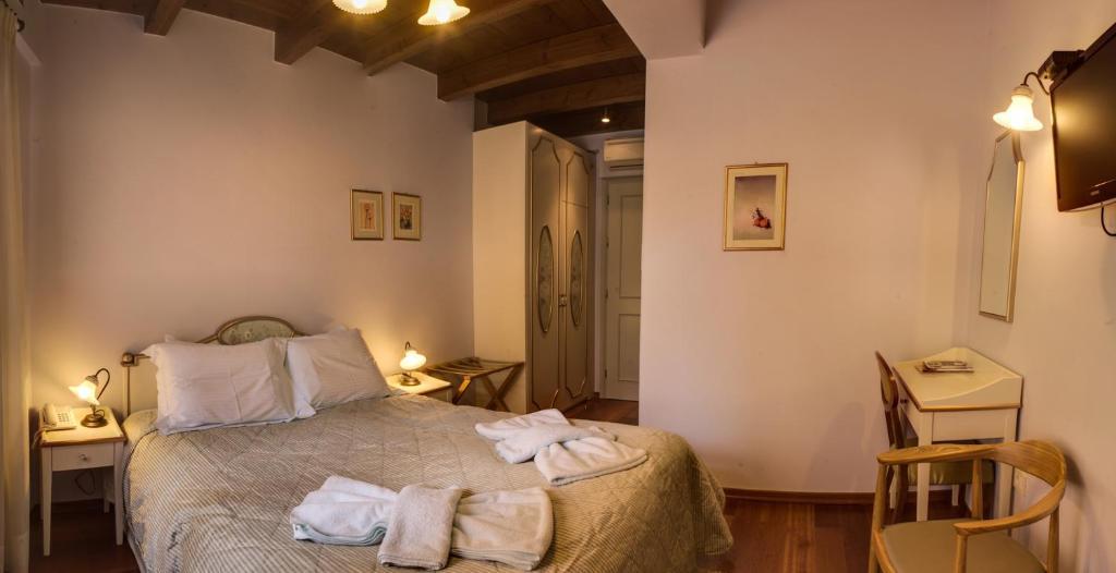 Een bed of bedden in een kamer bij Palazzo Duca