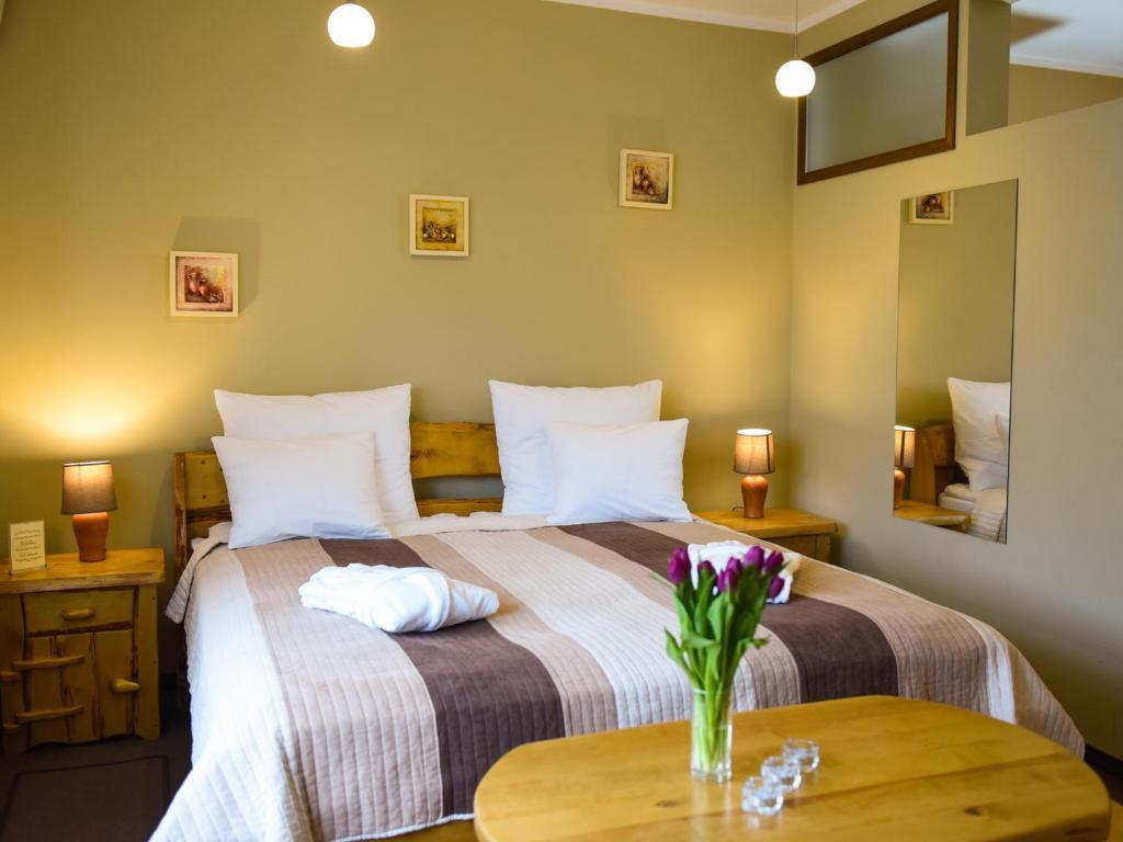 Łóżko lub łóżka w pokoju w obiekcie SPA Apartment Parkowy