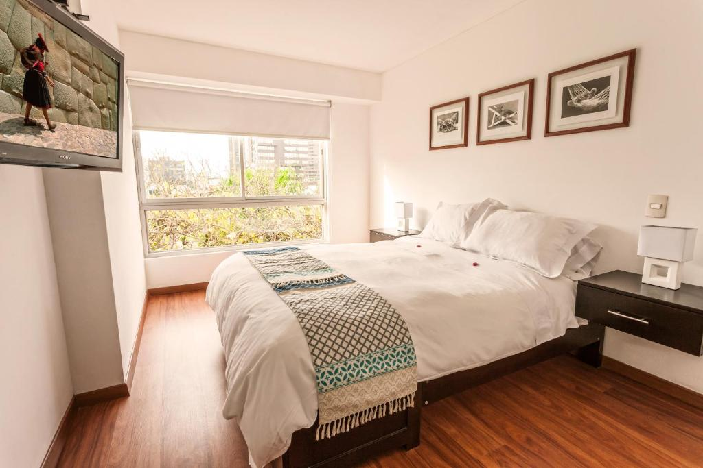 A bed or beds in a room at Lima Walking Apartments - Miraflores