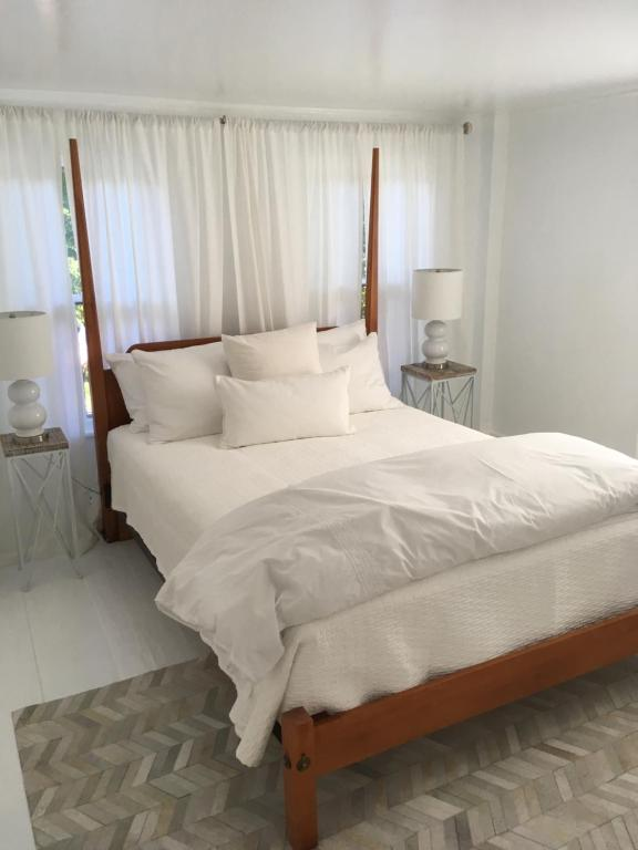 A bed or beds in a room at Spinnaker