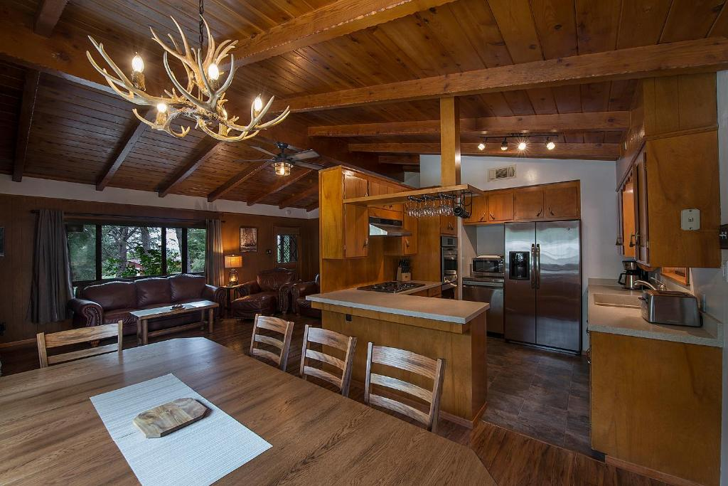 The lounge or bar area at Frontiersman - 3BR/2BA Home