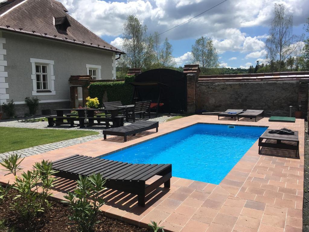 Bazén v ubytování Chalupa Volárna nebo v jeho okolí