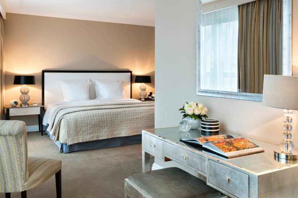 Cama o camas de una habitación en Warwick Paris (Former Warwick Champs-Elysees)