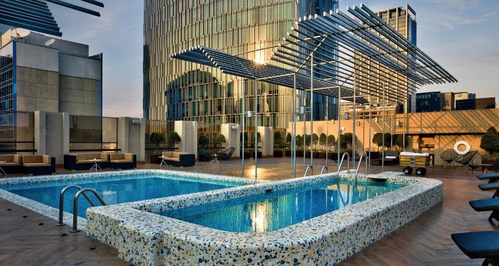 The swimming pool at or close to Galeria Plaza Reforma