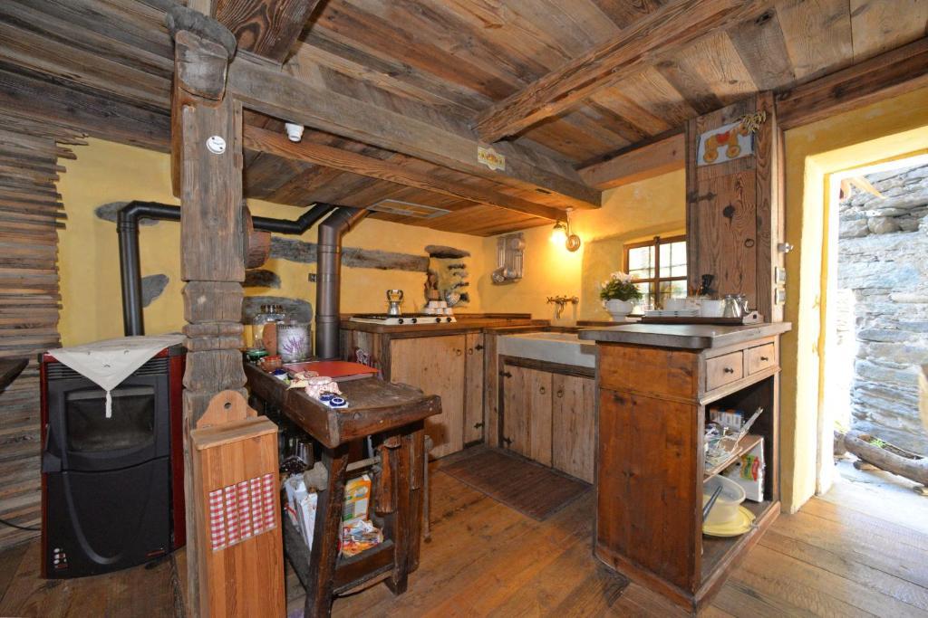 A kitchen or kitchenette at B&B Il Torchio