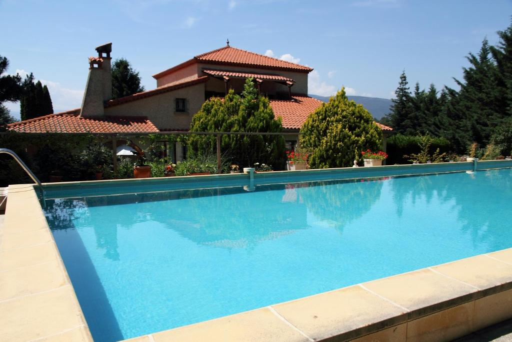 The swimming pool at or close to Canigou Lodge