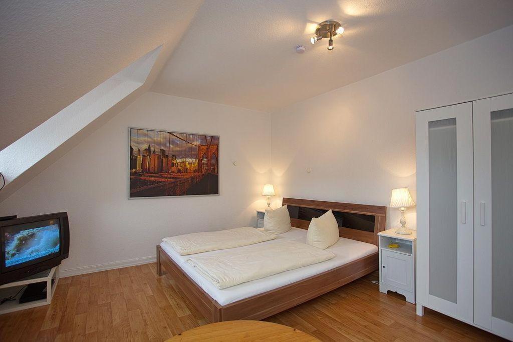 Ein Bett oder Betten in einem Zimmer der Unterkunft Ferienwohnung am Rathausmarkt 1