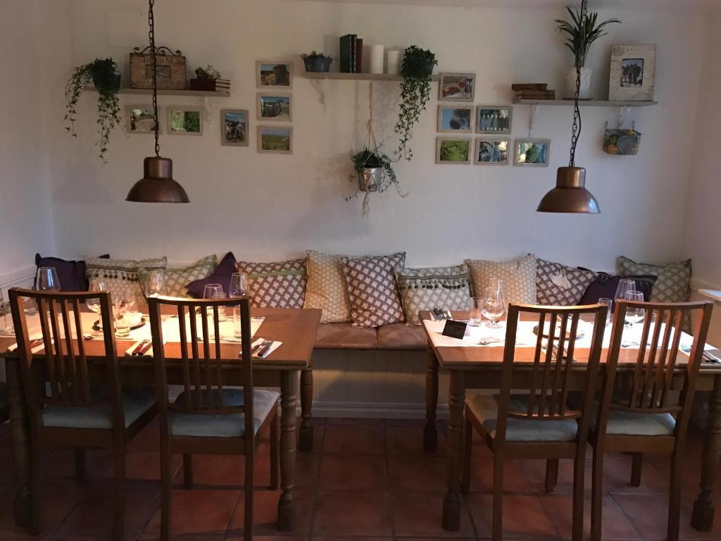 En restaurang eller annat matställe på Skivarps Gästgivaregård