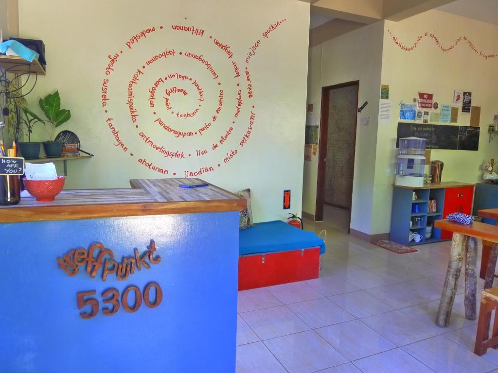 The lobby or reception area at Treffpunkt 5300 Hostel