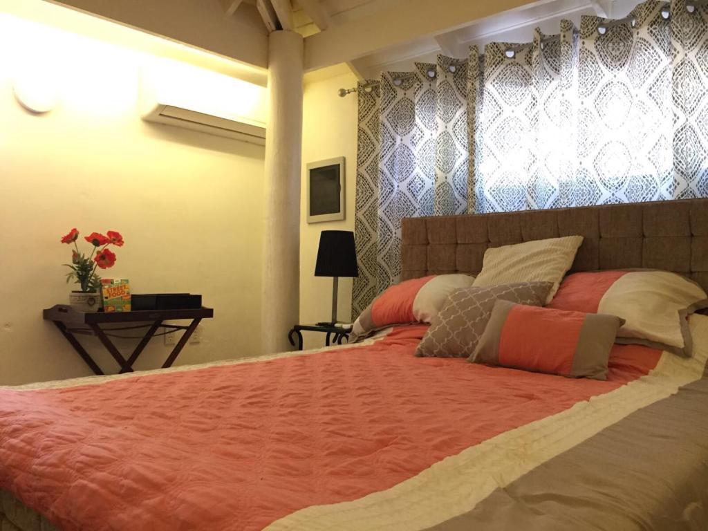 Cama ou camas em um quarto em Flamingo Sunsets Apartment