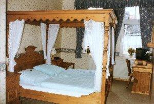 Ein Bett oder Betten in einem Zimmer der Unterkunft Altstadtgasthof Krone