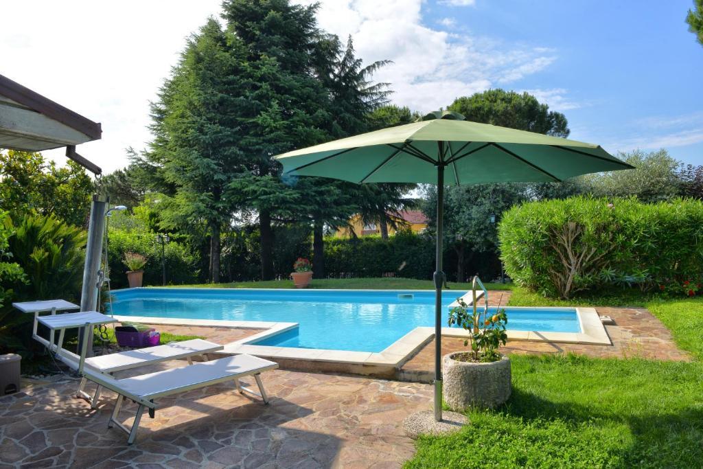The swimming pool at or close to Casa Maria