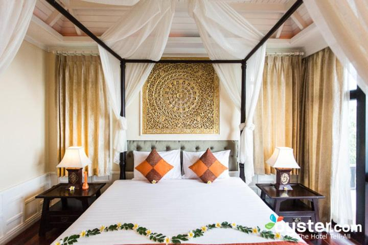A bed or beds in a room at Racha Kiri Resort & Spa