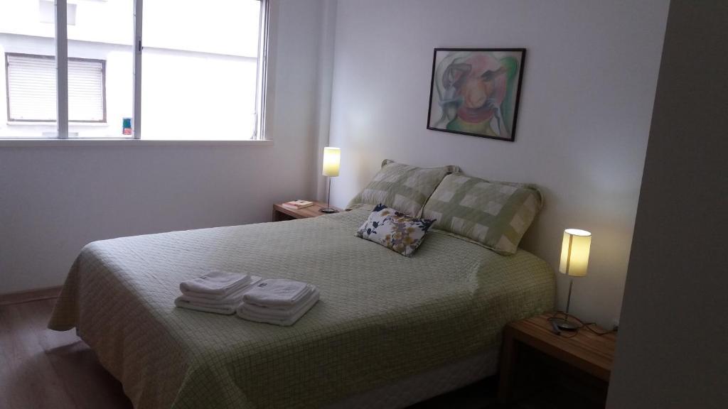 A bed or beds in a room at Apartamento Cristóvão