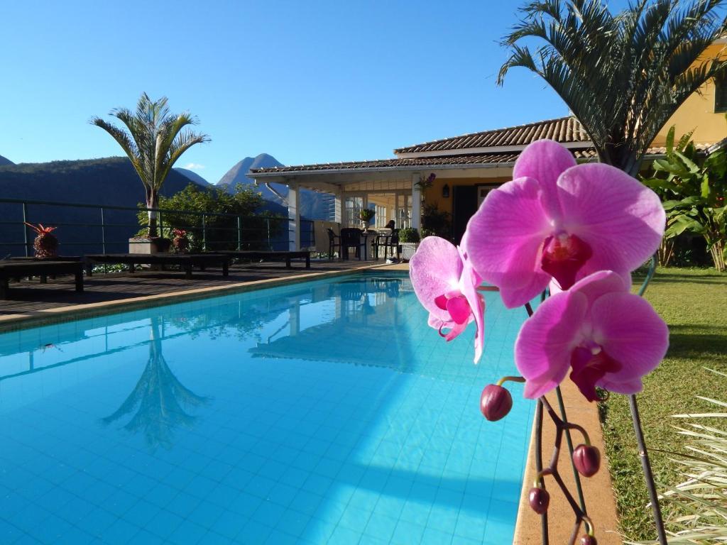 A piscina localizada em Pousada Quinta do Alto ou nos arredores