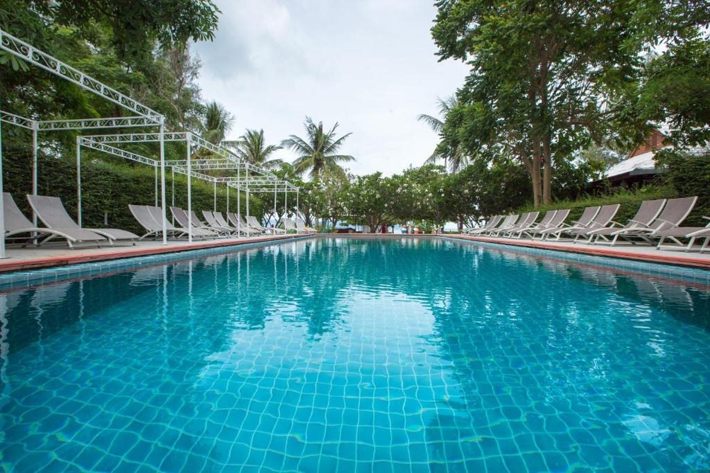 The swimming pool at or near Da Kanda Villa Beach Resort