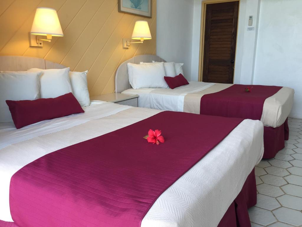A bed or beds in a room at Hotel on the Cay