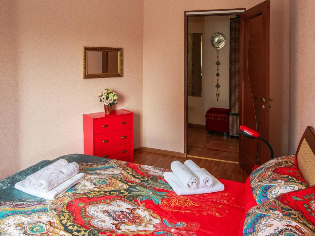 A bed or beds in a room at Apartment on Internatcionalnoy