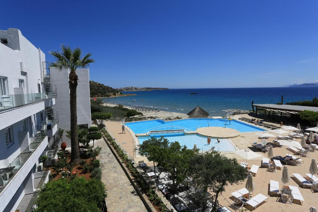 A view of the pool at Blu Acqua or nearby