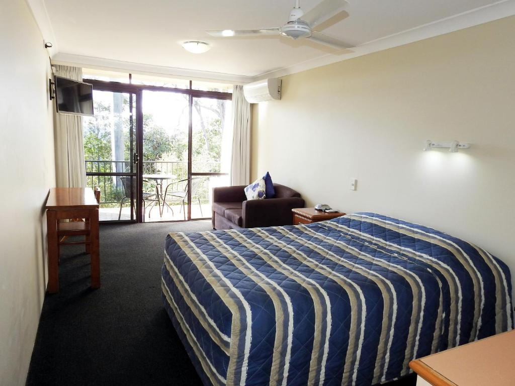A bed or beds in a room at Mt Tamborine Motel