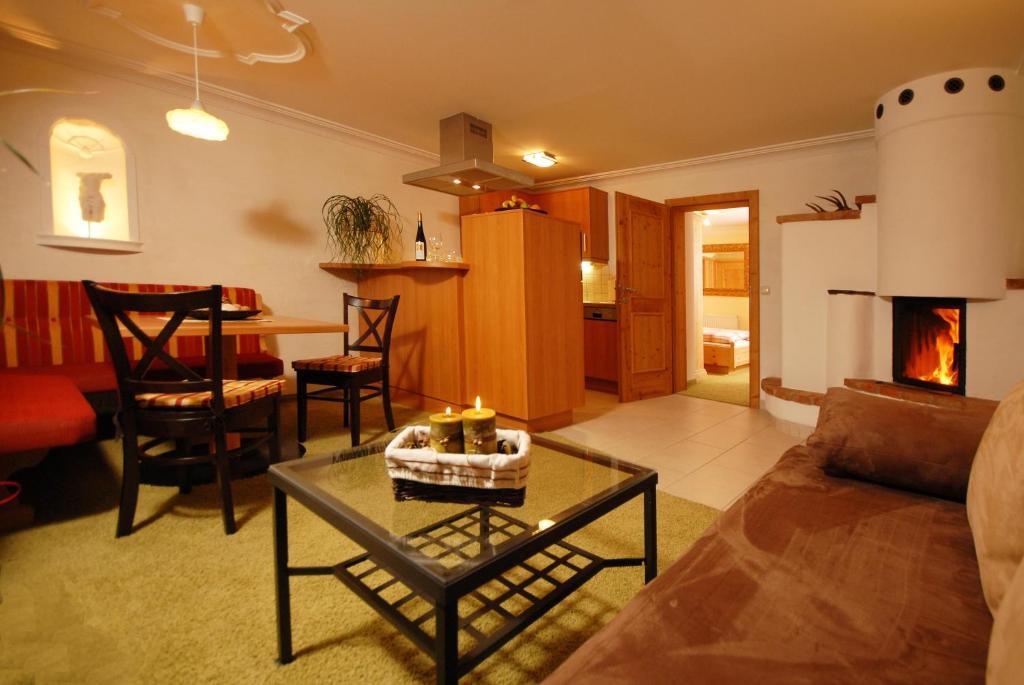 Ein Sitzbereich in der Unterkunft Triglerschlössl Appartements