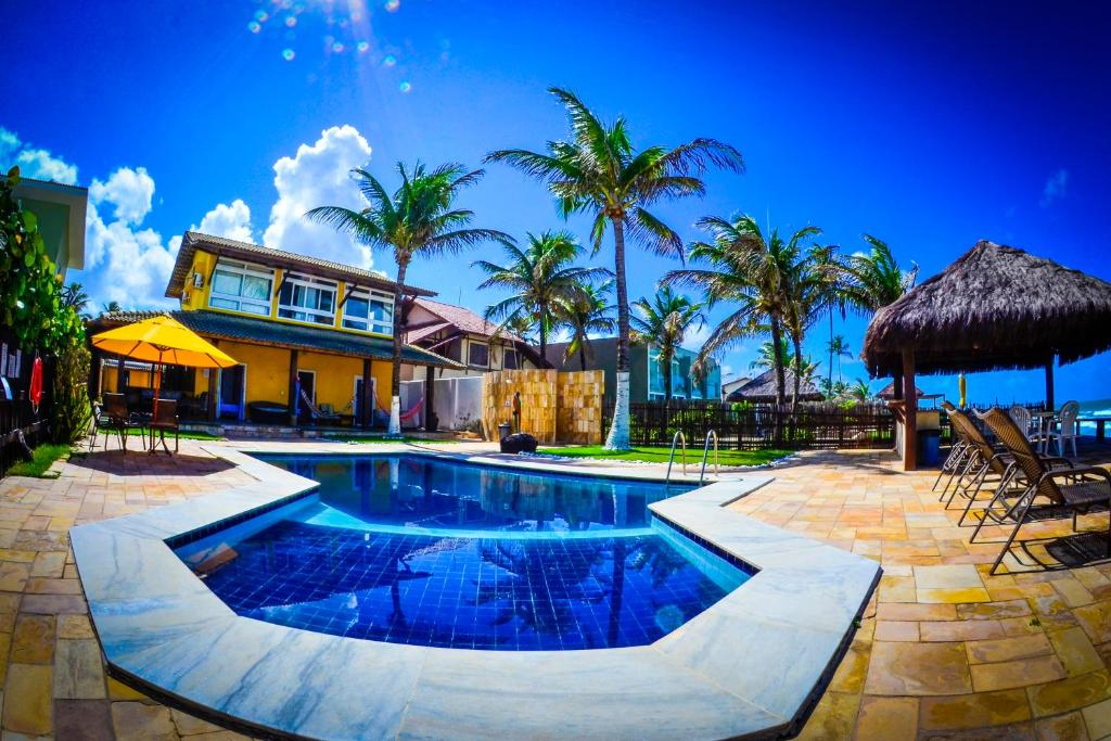 The swimming pool at or close to Suites Sol & Mar
