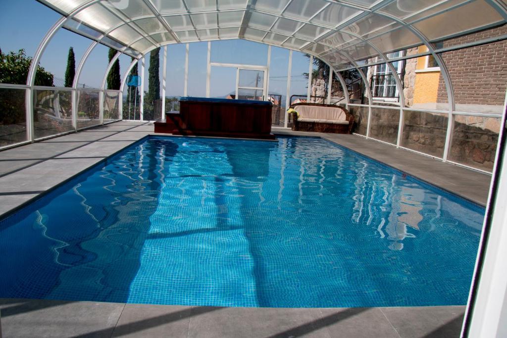 The swimming pool at or near Casa Rural Collarubio