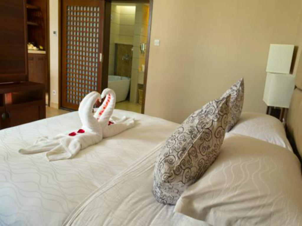 A bed or beds in a room at Kangte Wangfu Hotel of Resort And Conference