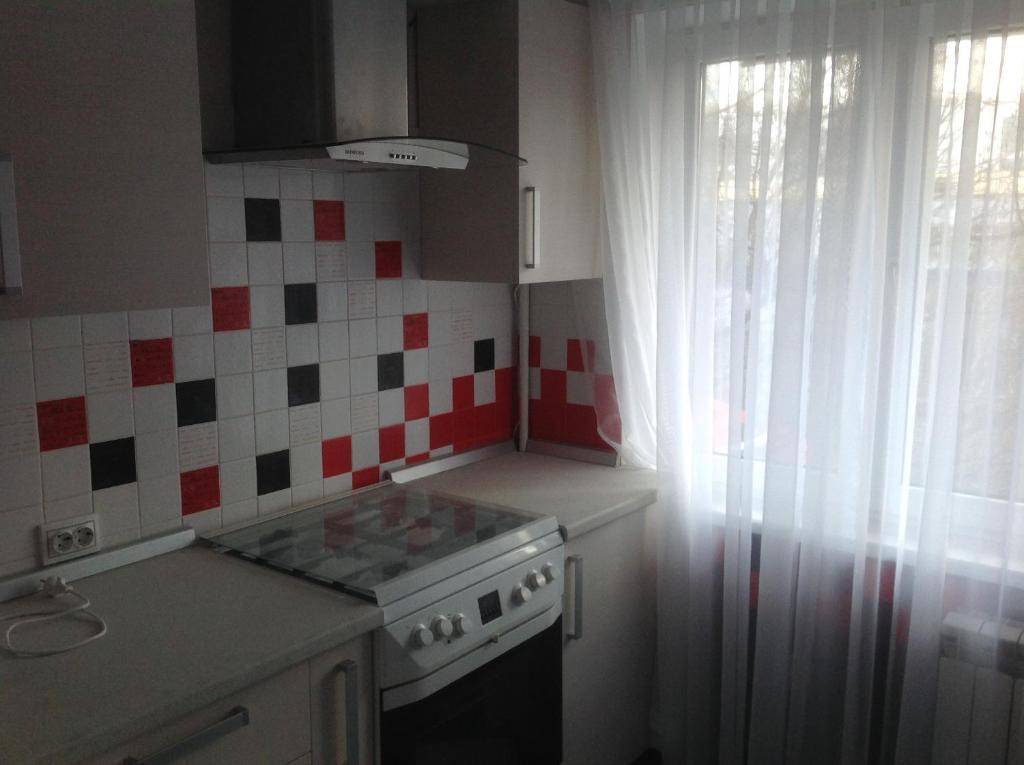 Кухня или мини-кухня в Apartment Ostrovskogho 37