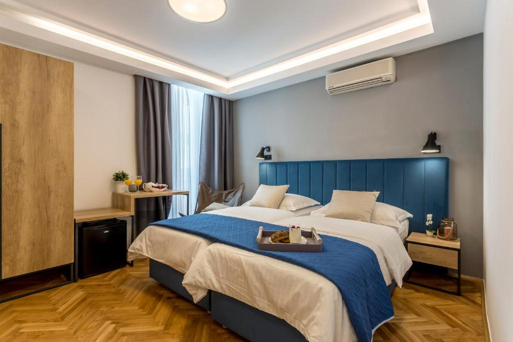 A bed or beds in a room at Central Rooms Split