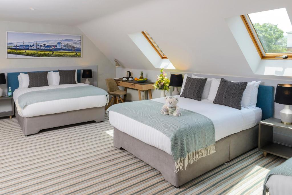 A bed or beds in a room at Blennerville Tides