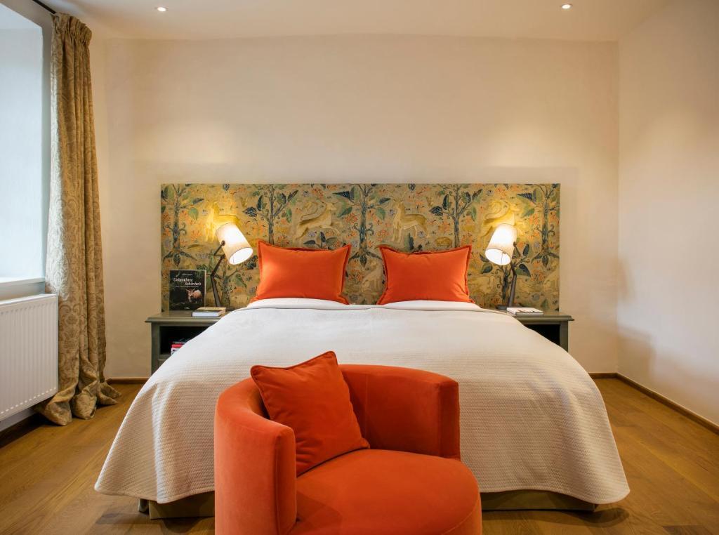 Ein Bett oder Betten in einem Zimmer der Unterkunft Hotel Schloss Gabelhofen