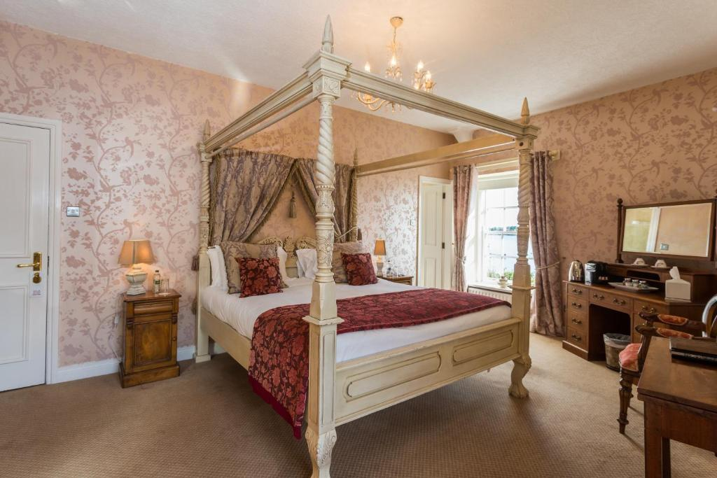 A bed or beds in a room at Portaferry Hotel