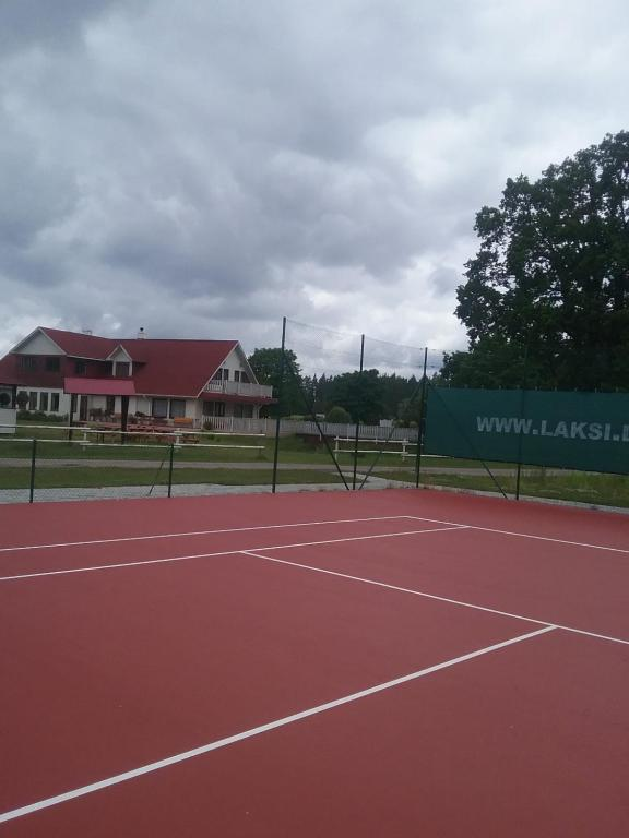 Tennis and/or squash facilities at Atpūtas komplekss Lakši or nearby