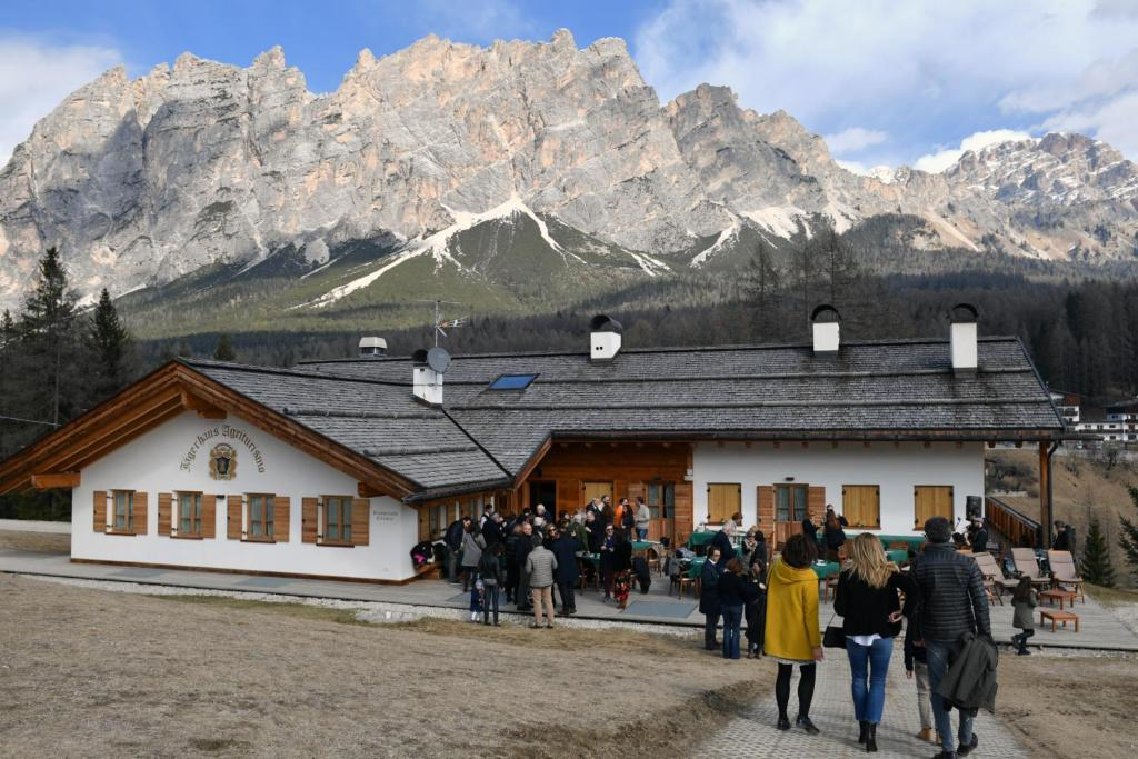 cortina environs mountains travel ideas
