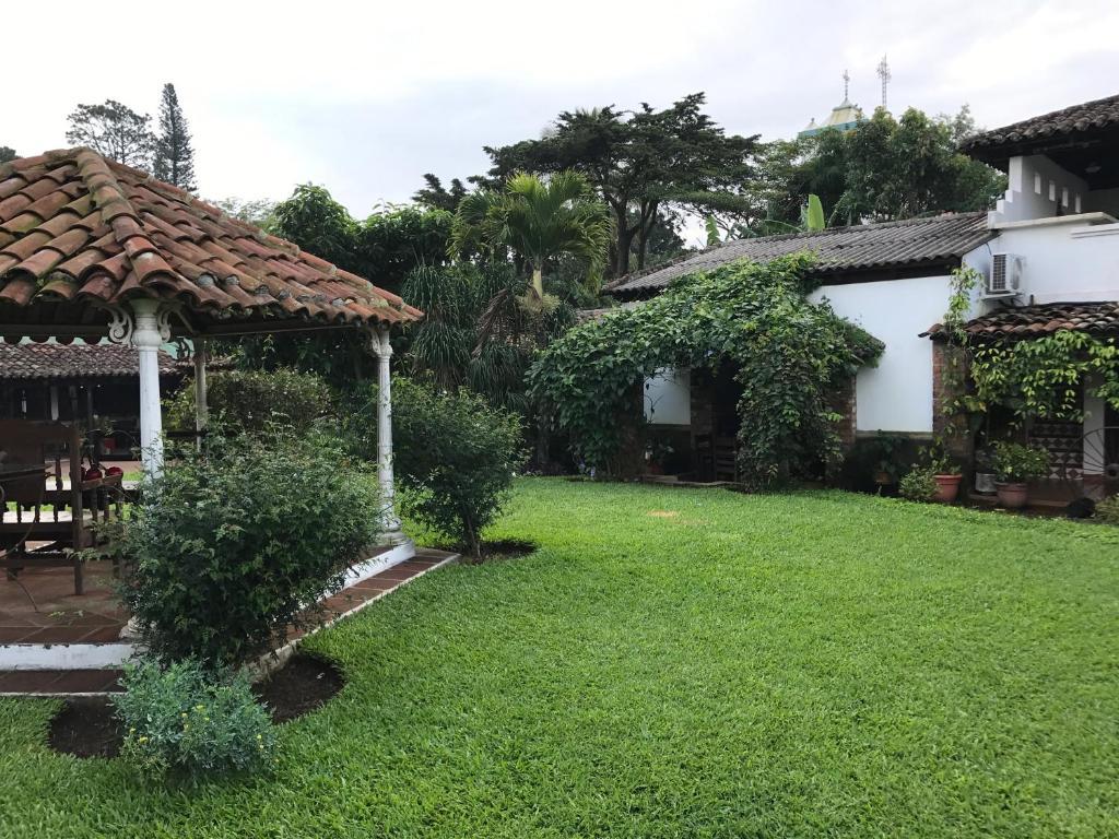 Jardín al aire libre en Casa Degraciela Hotel Boutique