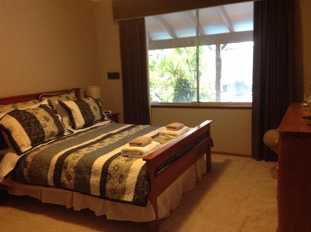 A bed or beds in a room at Riverfront71 B&B