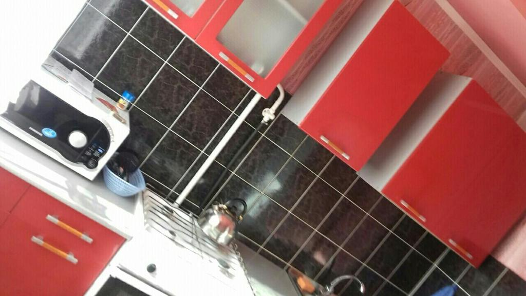 A kitchen or kitchenette at Apartment on Leningradskiy 1