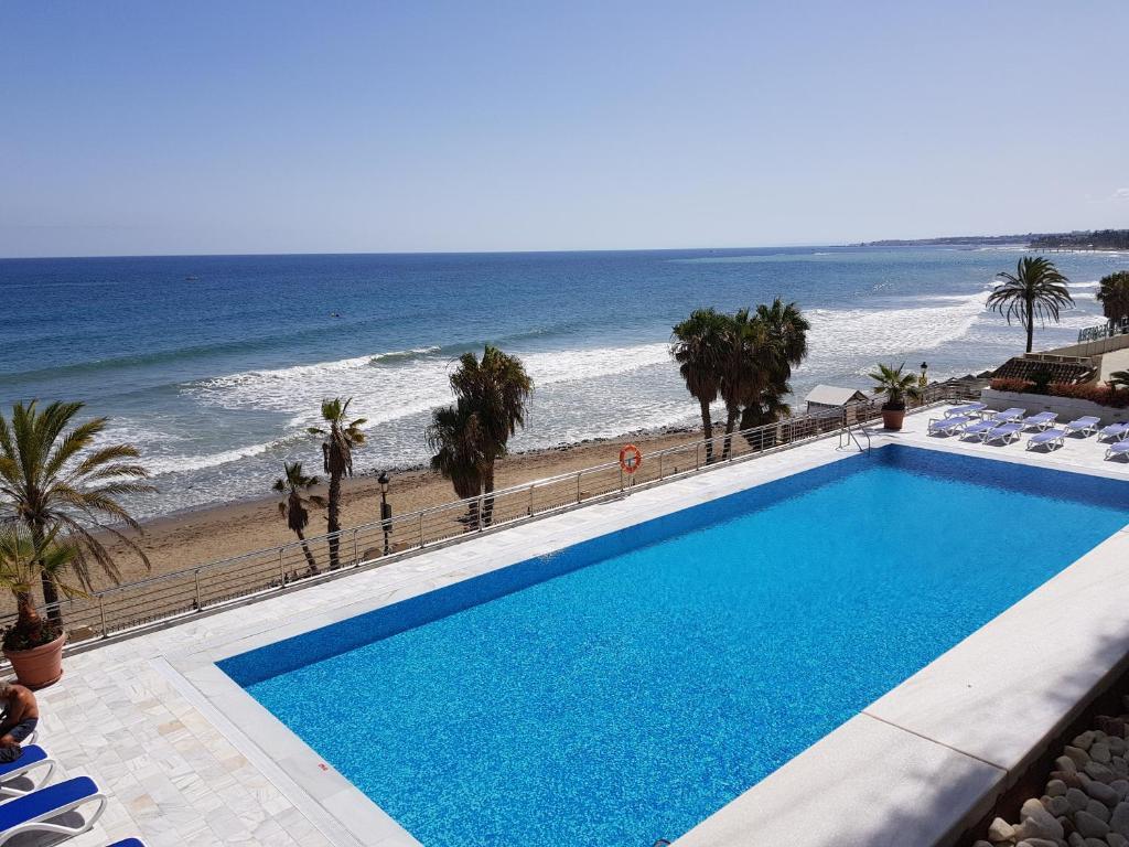 The swimming pool at or close to Marina Mariola by Coral Beach
