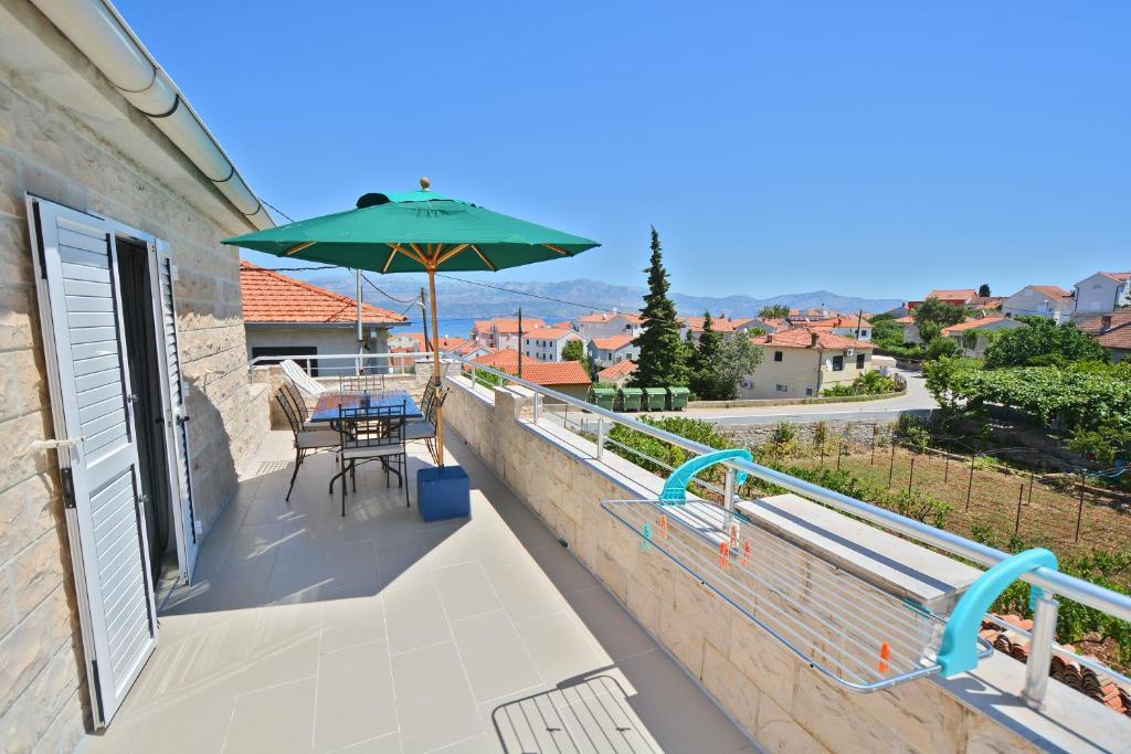 A balcony or terrace at Villa CasaBlanca