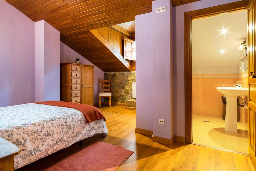 Cama o camas de una habitación en Apartamentos Blanca Senda del Oso
