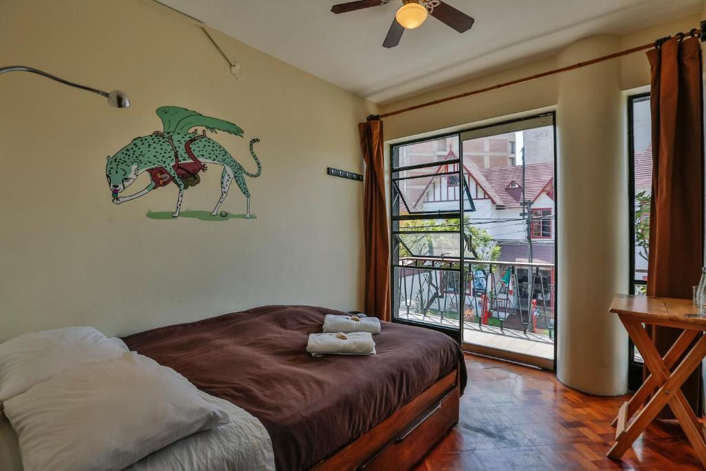 A bed or beds in a room at Hostel Kokopelli Nightlife - Miraflores