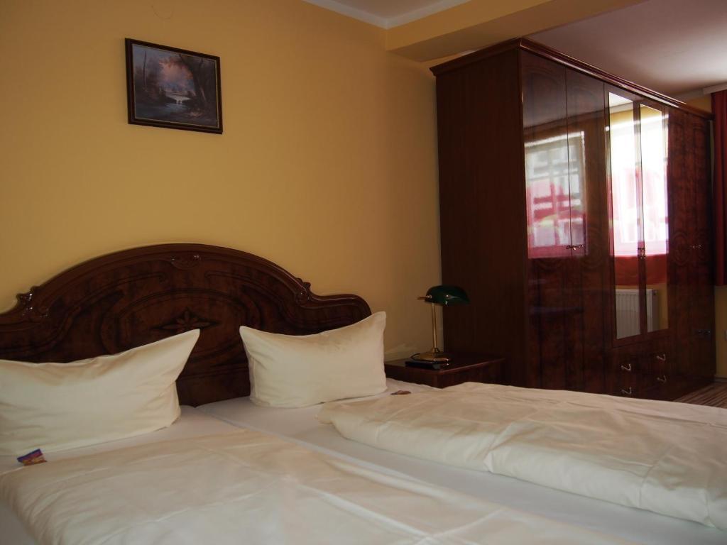 Ein Bett oder Betten in einem Zimmer der Unterkunft Hotel Restaurant LR6