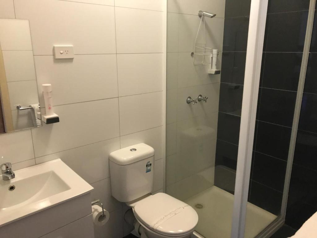 A bathroom at The Wharf Hotel