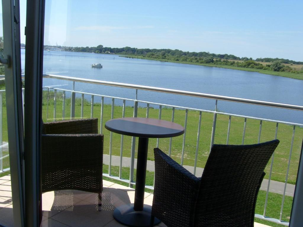 A balcony or terrace at Hotel Warnow