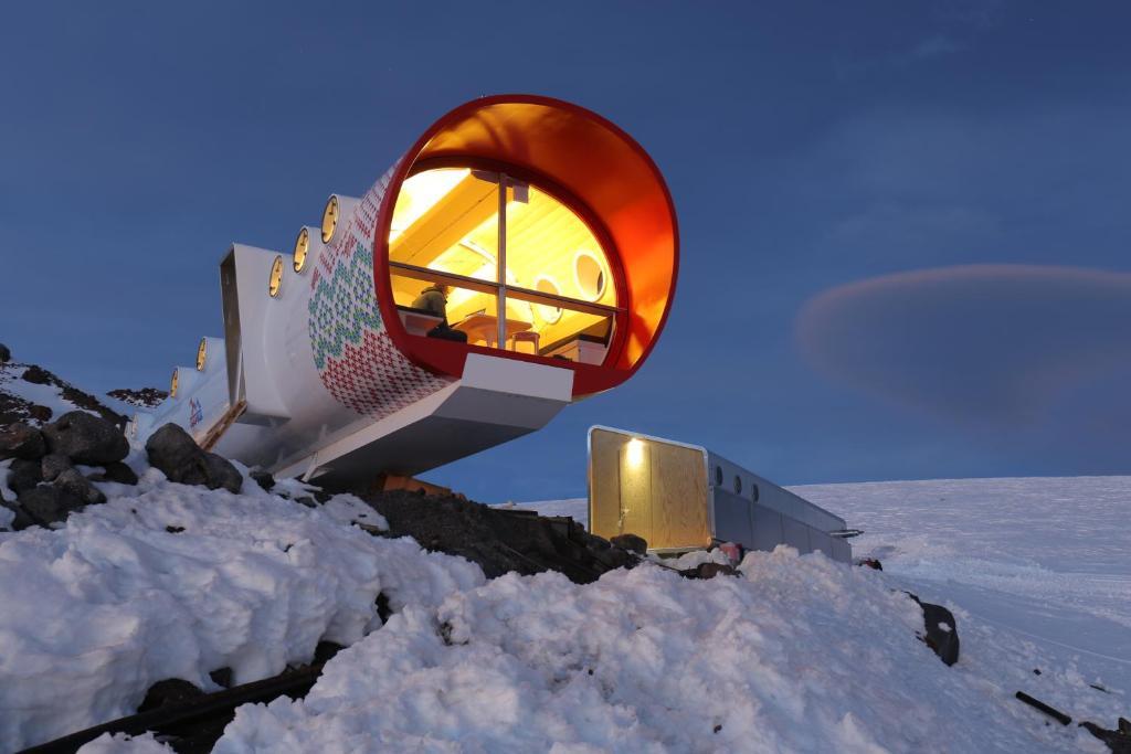 LeapRus Capsule Hotel зимой