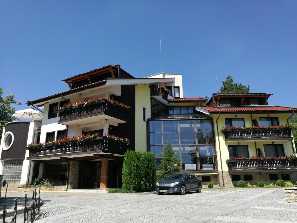 Сградата, в която се намира хотелският комплекс