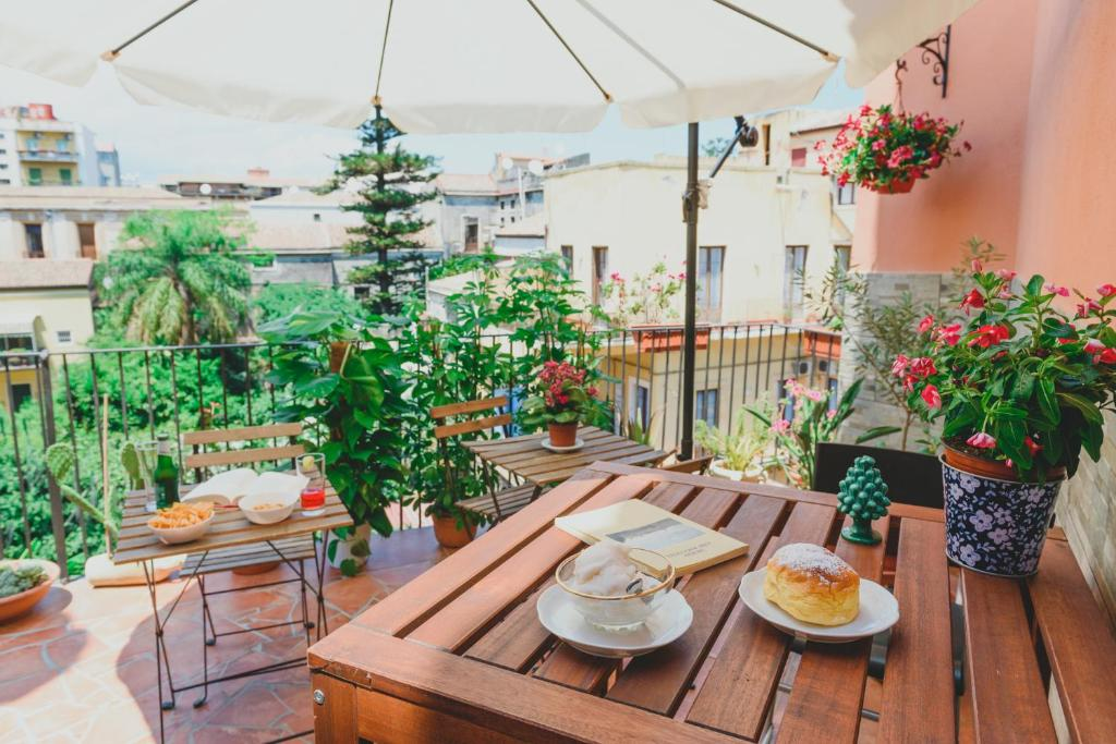A restaurant or other place to eat at Bellini Home B&B