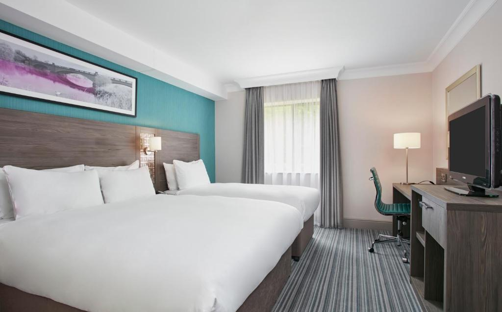 A bed or beds in a room at Jurys Inn East Midlands Airport (on-site)