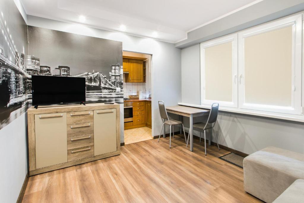 A television and/or entertainment centre at Apartament dla Ciebie 2